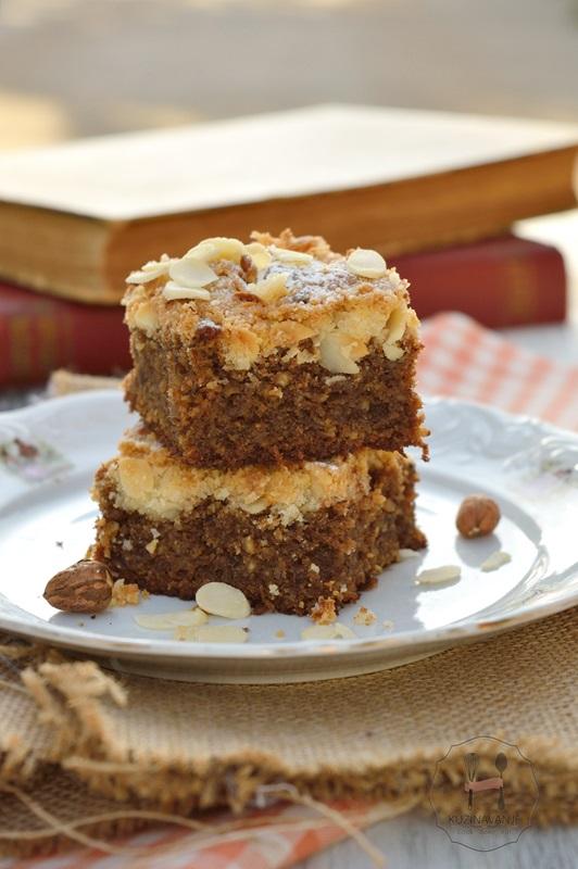 hrskavi-kolač-od-badema